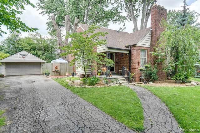 1833 Hawthorne Rd, Grosse Pointe Woods, MI 48236 (MLS #2210051972) :: Kelder Real Estate Group