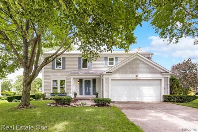 34770 Bunker Hill Dr, Farmington Hills, MI 48331 (MLS #2210052035) :: Kelder Real Estate Group