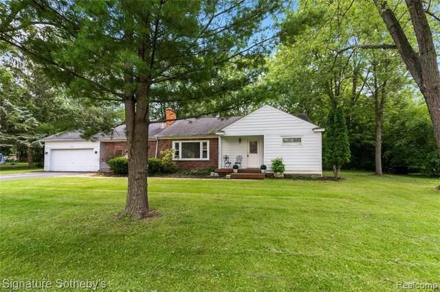 16175 Fairview Crs, Southfield, MI 48076 (MLS #2210052422) :: Kelder Real Estate Group