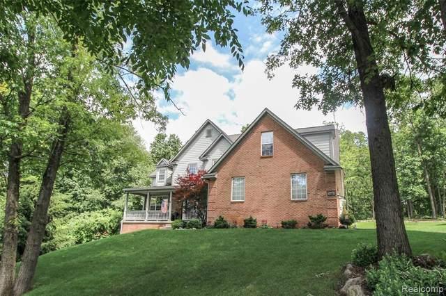 15283 Oak Hollow Dr, Holly, MI 48442 (MLS #2210052696) :: Kelder Real Estate Group