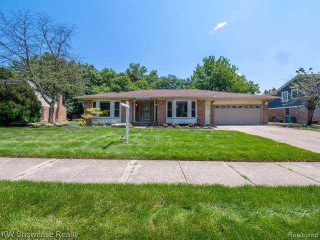 2790 Mayfair Dr, Troy, MI 48084 (MLS #2210053037) :: Kelder Real Estate Group