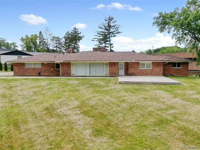 870 N Pemberton Rd, Bloomfield Hills, MI 48302 (MLS #2210053057) :: Kelder Real Estate Group