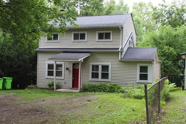 361 Grove St, Whitmore Lake, MI 48189 (MLS #2210052123) :: The BRAND Real Estate