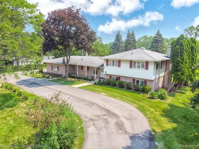 6061 Orchard Lake Rd, West Bloomfield, MI 48322 (MLS #2210052994) :: Kelder Real Estate Group