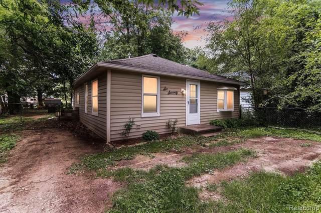 670 Highland Rd, Whitmore Lake, MI 48189 (MLS #2210053273) :: Kelder Real Estate Group