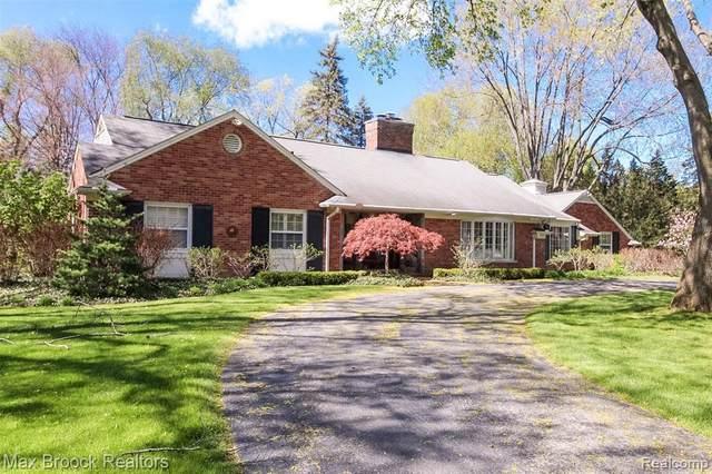 922 Timberlake Dr, Bloomfield Hills, MI 48302 (MLS #2210053769) :: Kelder Real Estate Group