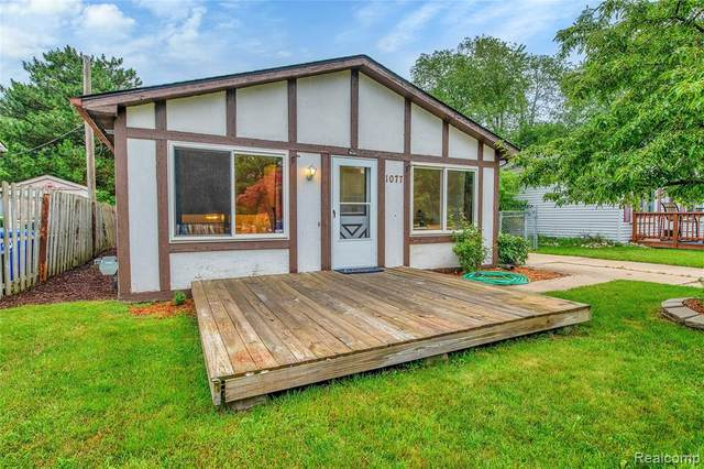 1077 Hendricks Way, Waterford, MI 48328 (MLS #2210053468) :: Kelder Real Estate Group