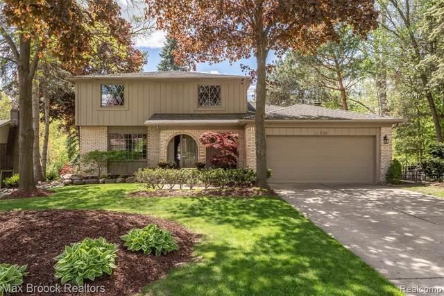 21739 Parklane St, Farmington Hills, MI 48335 (MLS #2210053888) :: Kelder Real Estate Group