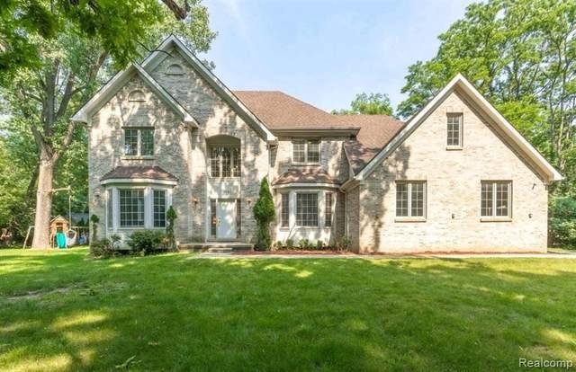 5681 Halsted Rd, West Bloomfield, MI 48322 (MLS #2210053623) :: Kelder Real Estate Group