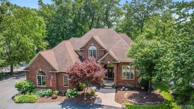 10145 Creekwood Trl, Davisburg, MI 48350 (MLS #2210053169) :: Kelder Real Estate Group
