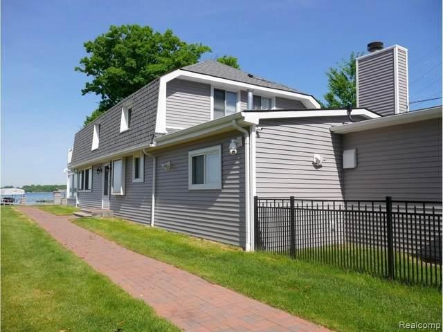 1704 Cass Lake Front Rd, Keego Harbor, MI 48320 (MLS #2210054106) :: Kelder Real Estate Group
