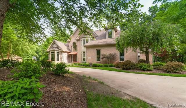6522 Elkrun Crt, Clarkston, MI 48348 (MLS #2210052913) :: Kelder Real Estate Group