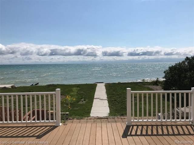 8092 Lakeshore Rd, Burtchville, MI 48059 (MLS #2210053359) :: Kelder Real Estate Group