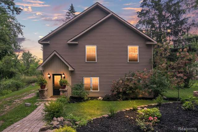 1736 Shoreline Dr, Hartland, MI 48353 (MLS #2210054200) :: Kelder Real Estate Group