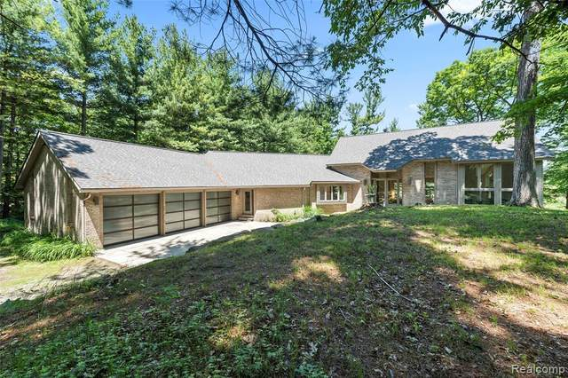 2978 Shannon Dr, Oakland, MI 48363 (MLS #2210054289) :: Kelder Real Estate Group