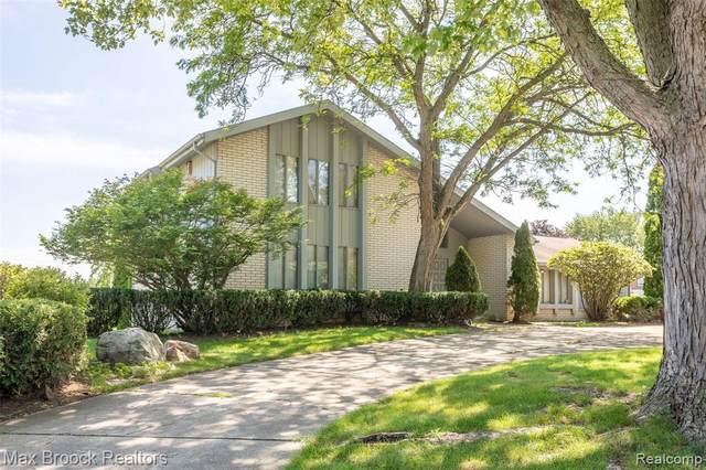 1765 Bellwood Crt, Bloomfield Hills, MI 48302 (MLS #2210052800) :: Kelder Real Estate Group