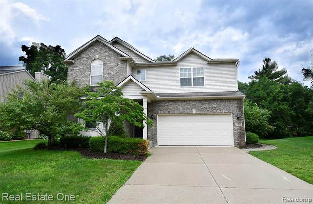 3202 Everett Dr, Rochester Hills, MI 48307 (MLS #2210054101) :: Kelder Real Estate Group