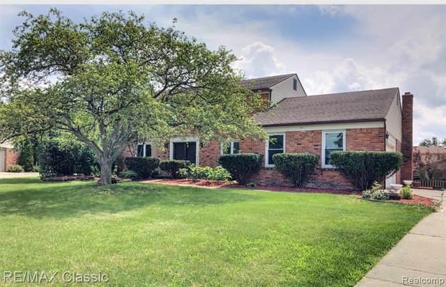 3075 Winchester Rd, West Bloomfield, MI 48322 (MLS #2210054542) :: Kelder Real Estate Group
