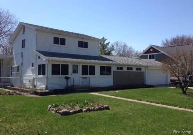 22222 Evergreen St, Saint Clair Shores, MI 48082 (MLS #2210054587) :: Kelder Real Estate Group