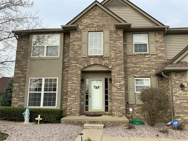 5847 Ottawa Crt, Sterling Heights, MI 48314 (MLS #2210054719) :: Kelder Real Estate Group