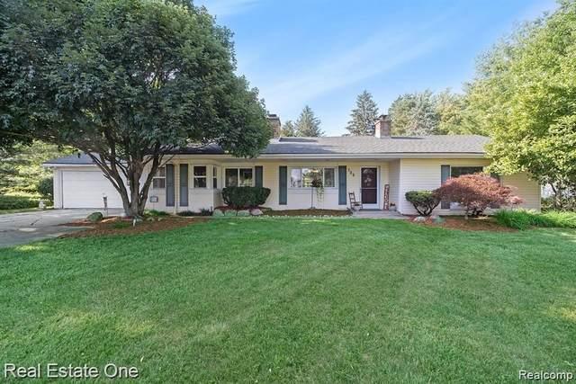 725 E Square Lake Rd, Troy, MI 48085 (MLS #2210054781) :: Kelder Real Estate Group