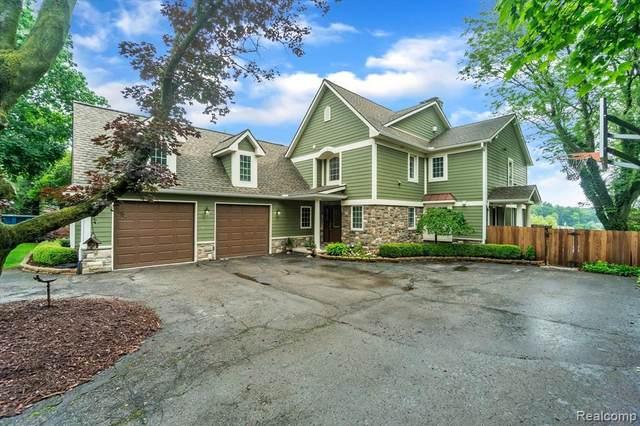 2843 Middlebelt Rd, West Bloomfield, MI 48324 (MLS #2210054942) :: Kelder Real Estate Group