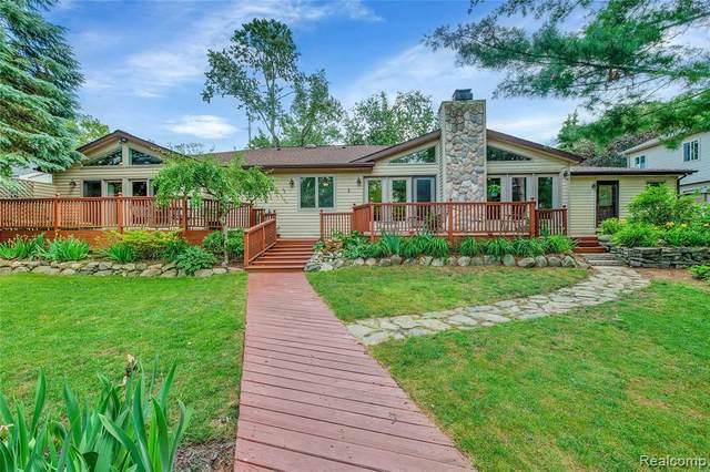 9130 Marilyn Terrace Dr, Update, MI 48382 (MLS #2210055022) :: Kelder Real Estate Group