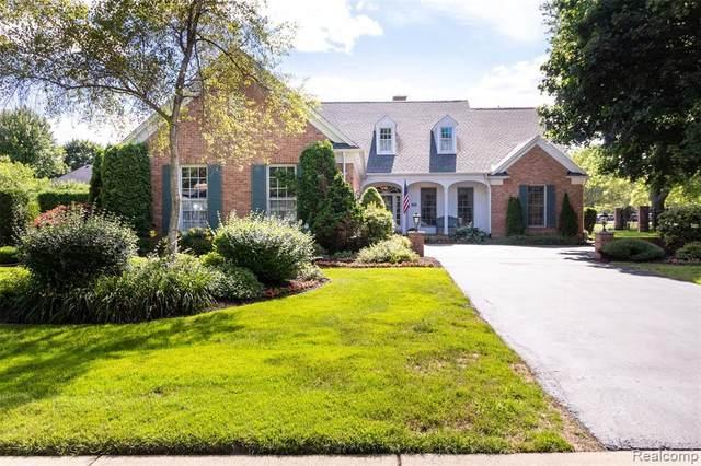 895 Bishop Rd, Grosse Pointe Park, MI 48230 (MLS #2210053380) :: Kelder Real Estate Group