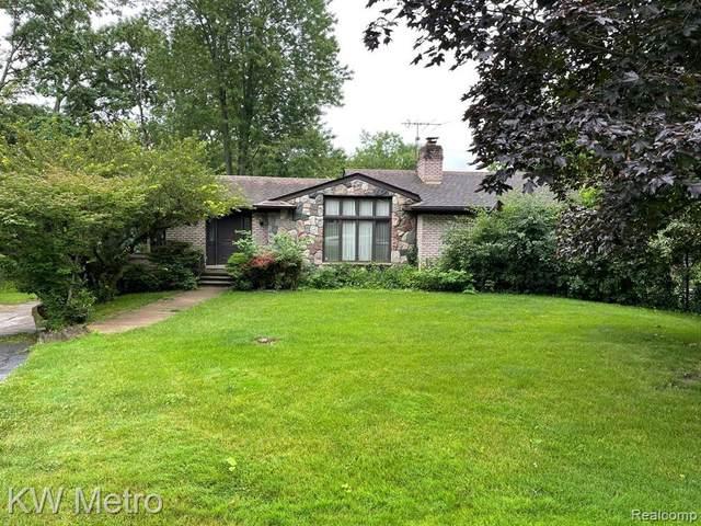 4053 Harbor Vista Dr, Orchard Lake, MI 48323 (MLS #2210052901) :: Kelder Real Estate Group