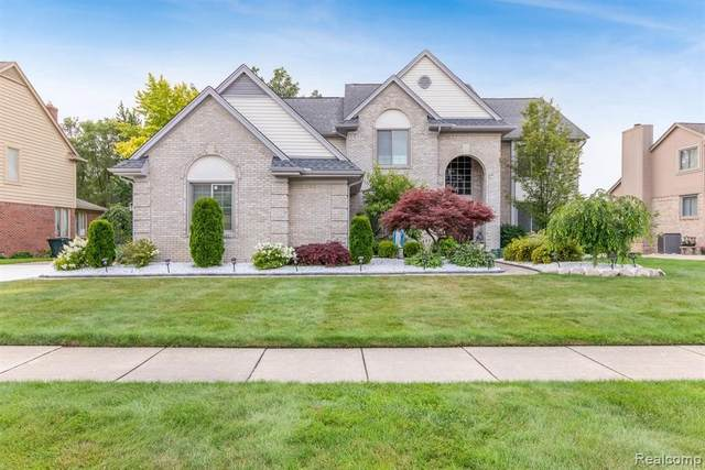 52829 Seven Oaks Dr, Shelby Twp, MI 48316 (MLS #2210055179) :: Kelder Real Estate Group