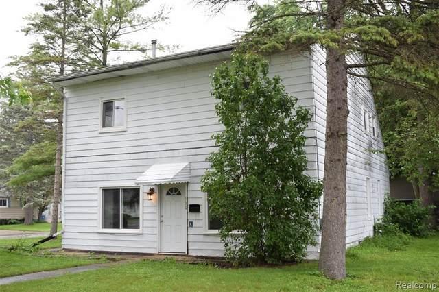 530 N Oak St, Fenton, MI 48430 (MLS #2210055221) :: Kelder Real Estate Group
