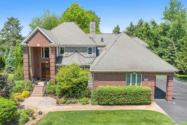 960 Hill Hollow Ln, Milford, MI 48381 (MLS #2210055511) :: Kelder Real Estate Group