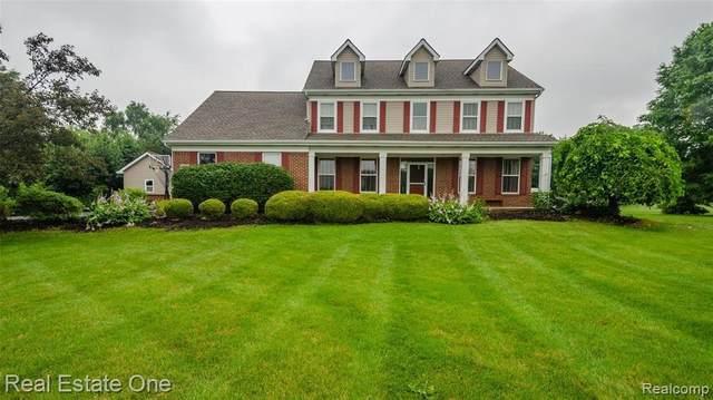 8697 N Hills Crt, Howell, MI 48843 (MLS #2210055238) :: Kelder Real Estate Group