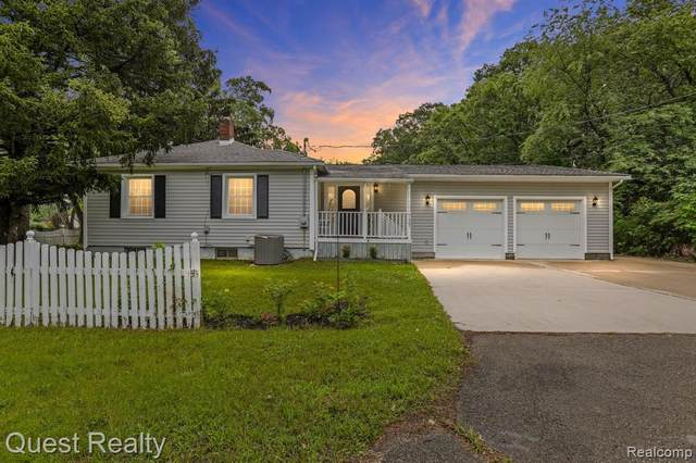 7291 Ideal, Waterford, MI 48329 (MLS #2210055595) :: Kelder Real Estate Group