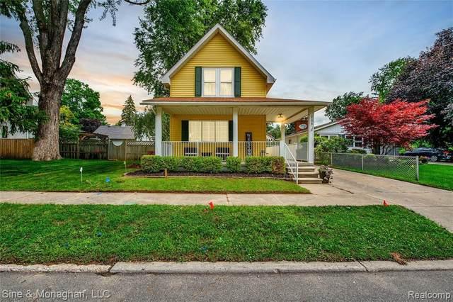 806 Trumbull St, Saint Clair, MI 48079 (MLS #2210055684) :: Kelder Real Estate Group