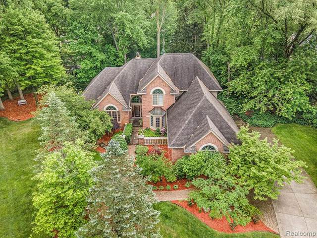 30800 Franklin Woods Crt, Franklin, MI 48025 (MLS #2210055759) :: Kelder Real Estate Group