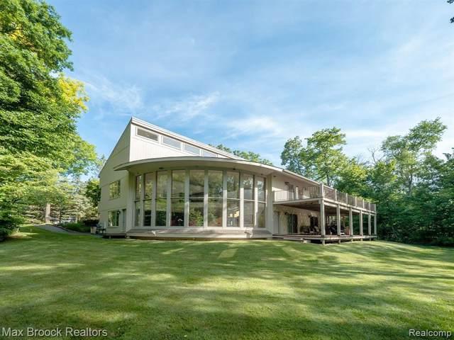 7055 Ten Hill Rd, Update, MI 48322 (MLS #2210055812) :: Kelder Real Estate Group