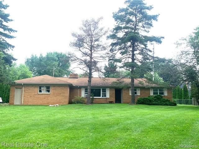 2848 W Tienken Rd, Rochester Hills, MI 48306 (MLS #2210045773) :: Kelder Real Estate Group