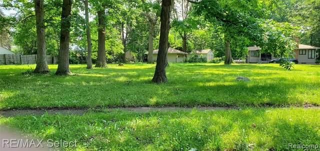 3030 Emerson St N, Flint, MI 48504 (MLS #2210056527) :: The BRAND Real Estate