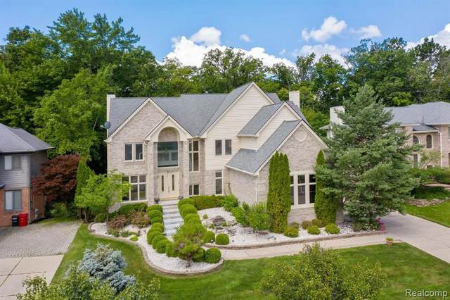 6290 Branford Dr, West Bloomfield, MI 48322 (MLS #2210053256) :: Kelder Real Estate Group