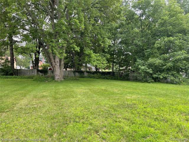 315 W Young St, Clio, MI 48420 (MLS #2210057586) :: The BRAND Real Estate