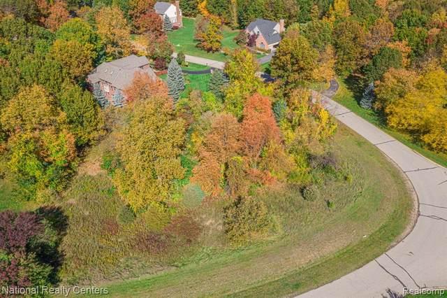 000 Overbrook, Highland, MI 48357 (MLS #2210057696) :: The BRAND Real Estate