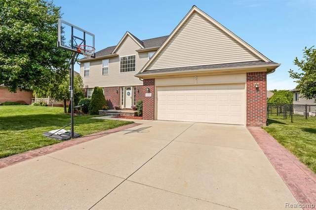 51838 Kings Pointe Dr, New Baltimore, MI 48047 (MLS #2210057970) :: Kelder Real Estate Group