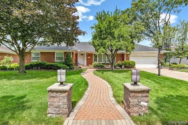 451 Brentwood Dr, Dearborn, MI 48124 (MLS #2210057701) :: Kelder Real Estate Group