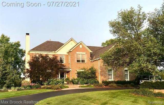 1587 Boulder Lake Dr, Milford, MI 48380 (MLS #2210058216) :: Kelder Real Estate Group