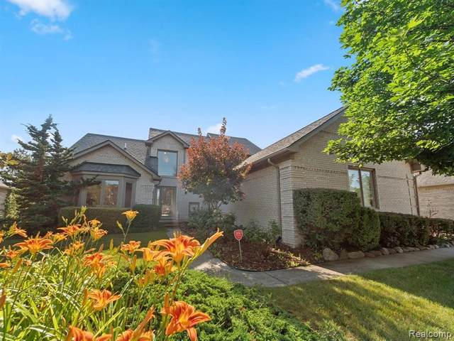 47430 Wycliffe Dr, Shelby Twp, MI 48315 (MLS #2210058782) :: Kelder Real Estate Group