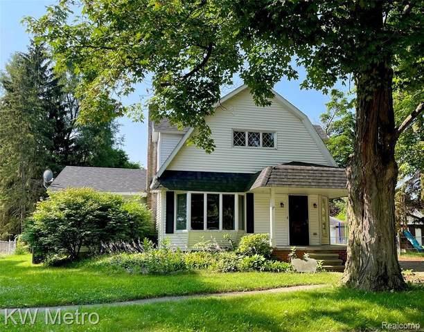 414 E 2ND ST, Perry, MI 48872 (MLS #2210058955) :: Kelder Real Estate Group