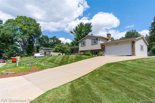 9272 Tuscarora Dr, Clarkston, MI 48348 (MLS #2210057771) :: The BRAND Real Estate