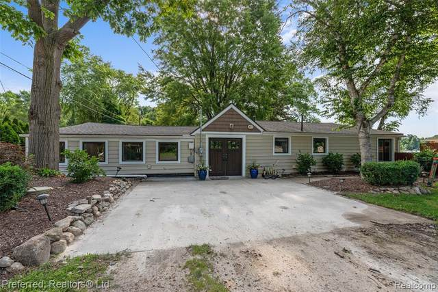 6466 Buckshore Dr, Whitmore Lake, MI 48189 (MLS #2210058675) :: Kelder Real Estate Group