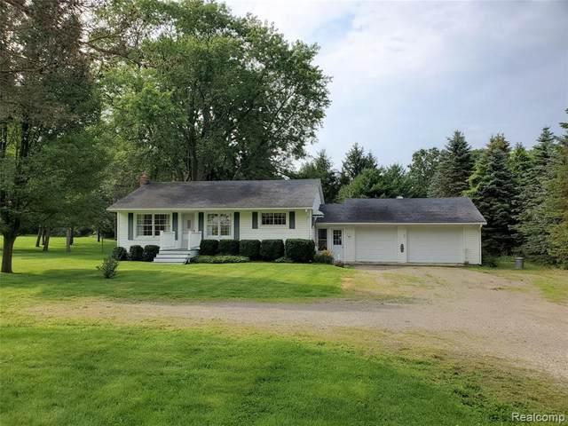 982 E Maple St, Holly, MI 48442 (MLS #2210059410) :: The BRAND Real Estate